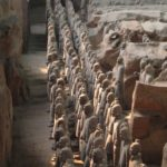 Terracotta_Army_Pit_1_front_rank-750×1000