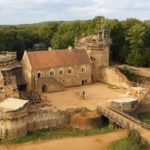 chateau-medieval-guedelon-france-001